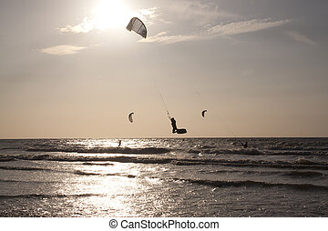 Kitesurfing along the French coast - Kitesurfing in the...