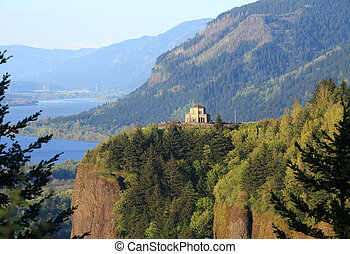 Columbia River Gorge & Vista house. - Columbia river gorge &...