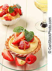 Custard tart with fruit