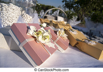 favors and candies - bomboniere e confetti - favors on a...