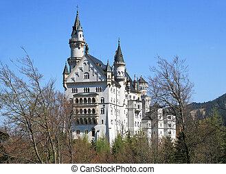 Neuschwanstein castle - View of the Neuschwanstein castle in...
