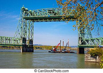 Lift Bridge - Bridge Lift on the Columbia River
