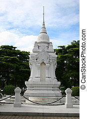 White Buddhist shrine, Bangkok. - White Buddhist shrine in a...
