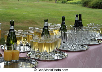 Champagne table - Champagne ready to drink