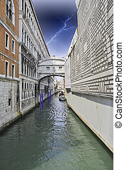 Ponte dei Sospiri in Venice, Italy - Bridge of Sighs in...