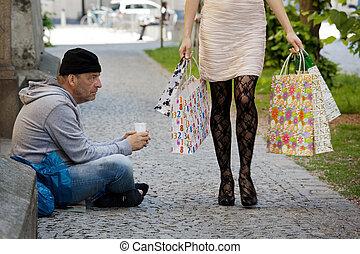 mendigos, rico, mulher, shopping, sacolas