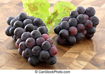 fresh concord grapes - fresh delicious and healthy organic...