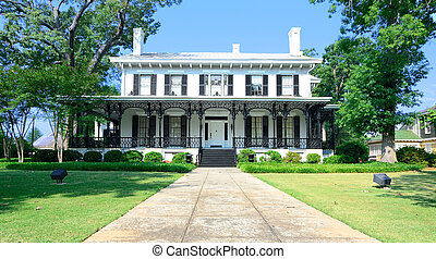 Antebellum Mansion - Old southern style mansion with cast...