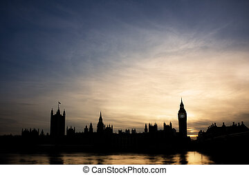 Big Ben in sunset - Silhouette of Big Ben and parliament...