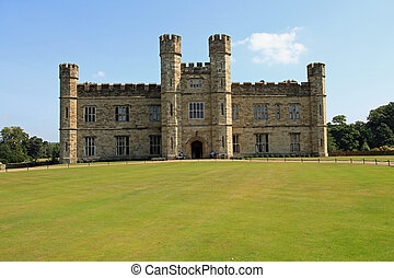 Leeds Castle, UK - Beautiful Leeds Castle in the United...