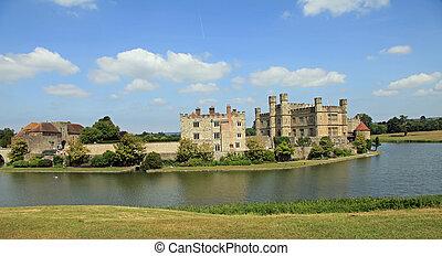 Leeds Castle, UK - Beautiful Leeds Castle in the United...