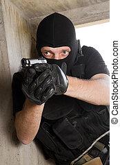 soldado, negro, máscara, 9 Mm, pistola