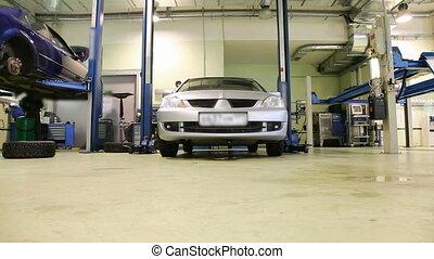 Car repair shop sequence - Dolly shoot