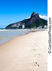 leblon ipanema beach - footprint of leblon beach in rio de...