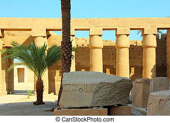 columns in egypt karnak temple