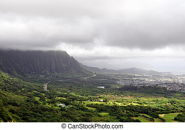 Nuuanu Pali Lookout - Famous Nuuanu Pali Lookout on the...