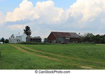 Run down farm - run down fam building