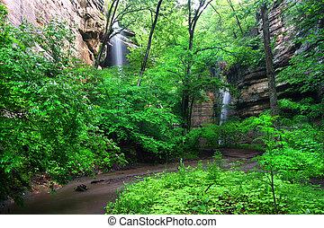 Tonti Canyon Falls - Illinois - Beautiful waterfalls flow...
