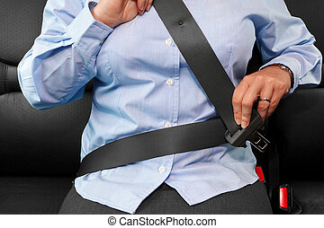 cinturón, mujer, poniendo, ella, asiento