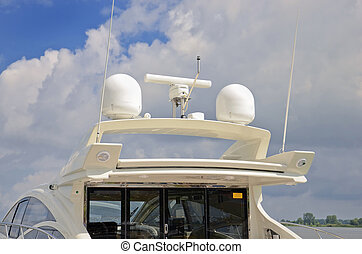 Marine communication antenna system - Marine communication...