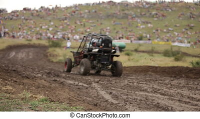 Race for the mini buggy - High-speed race through the mud on...