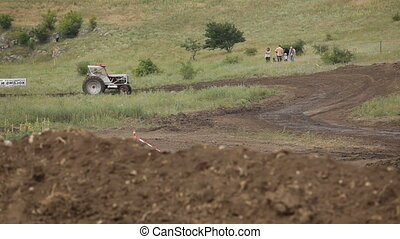Sport tractor - Tractor ride to the distillation of...
