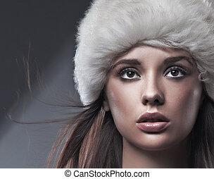 Beauty brunette in white hat