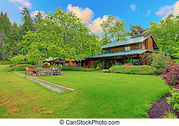 Large cider house with covered deck and garden - Beautiful...