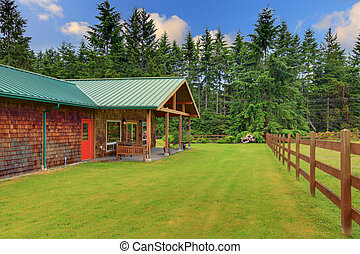 Cider house with covered deck and horse ranch - Cute farmers...