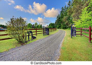 Grand gates at the horse ranch - Beautiful summerhorse farm...