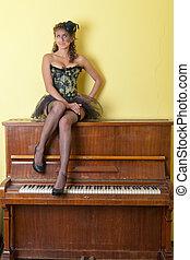 女孩, 鋼琴