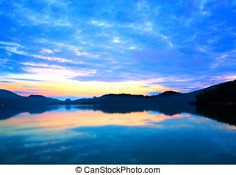 salida del sol, sol, luna, lago