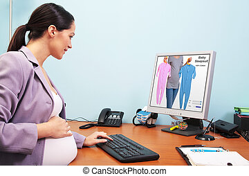 Pregnant businesswoman online shopping - Photo of a pregnant...