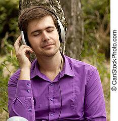 hombres, auriculares, parque