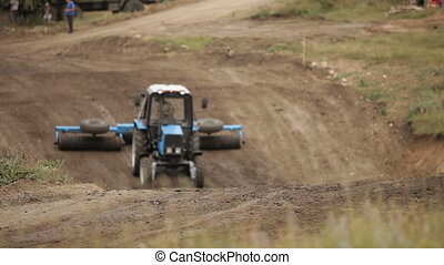 Tractor pulls a heavy load - Off-road racing in special...