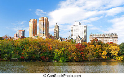 New York City Central Park in Autumn Manhattan panorama -...