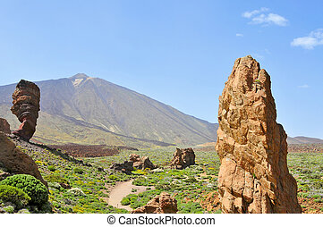 Roques de Garcia, with volcano in the background, in Teide...