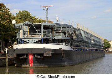 River liner used for transporting cars