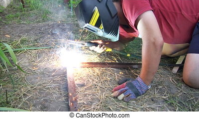 electric arc welding - the man make electric arc welding