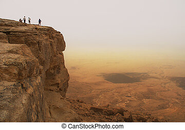 Cliff over the Ramon crater - Cliff over the Ramon Crater in...