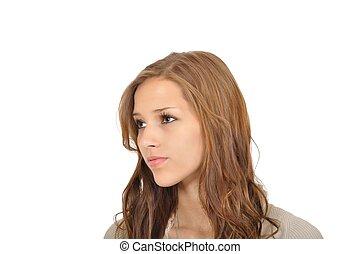 Junge Frau mit Blick in die Ferne
