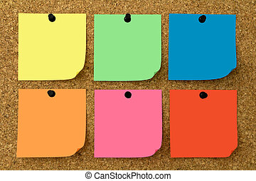6 Notice sheets in different colors on corkboard