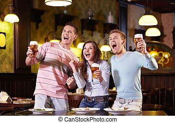 Expression - Young people with a beer in a restaurant