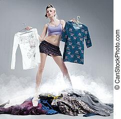 Retrato, bonito, jovem, mulher, escolher, Novo, roupas,...