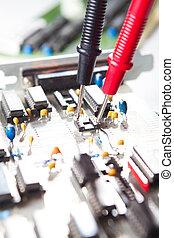 examiner, multimètre, planche,  circuit