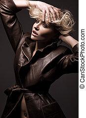 atraente, jovem, moda, modelo, posar, estúdio
