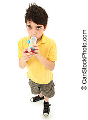 Menino, criança, usando, asma, inalador,...