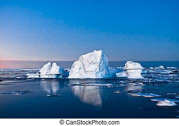 Antarctic icebergs - Summer night in Antarctica.Icebergs...