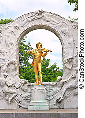 Statue of Johann Strauss in Vienna Stadtpark..
