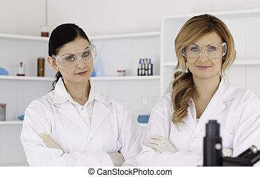 Posar, dos, científicos